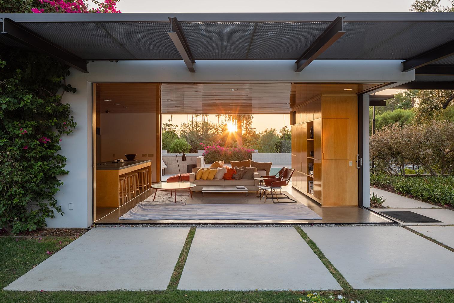 Richard Neutra's famous Kaufmann Desert House is for sale