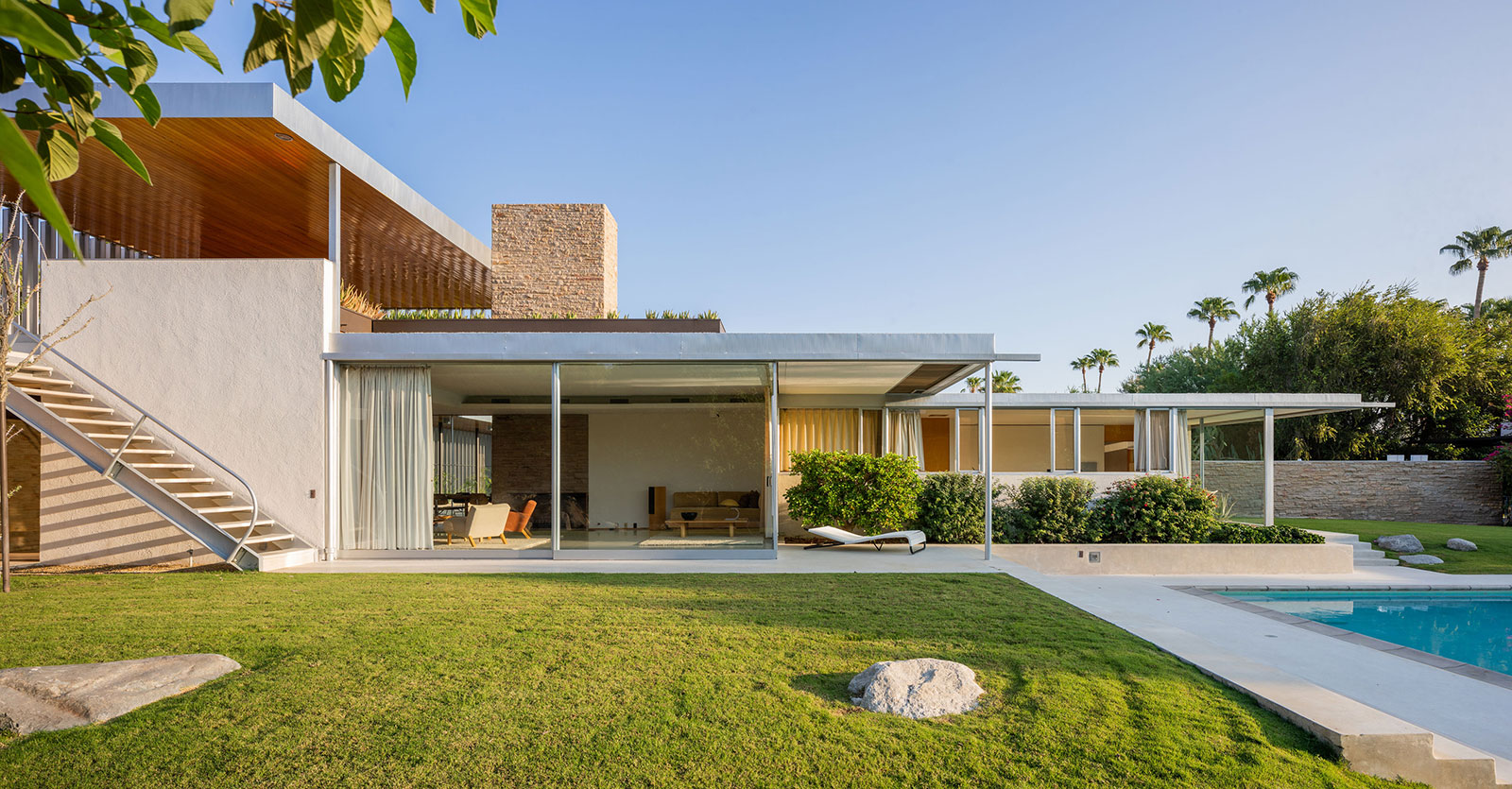 Richard Neutra's famous Kaufmann Desert House is for sale