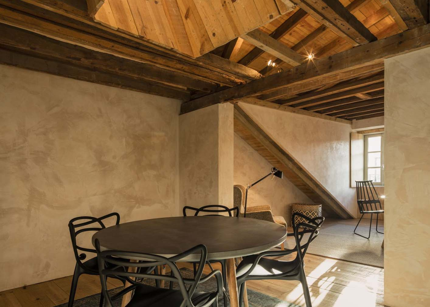 Portuguese practice CASCA paid homage to the city's history with its skilful 'makeunder' of this 18th-century Pombalino apartment, next to the São Jorge castle and Carmo Convent.