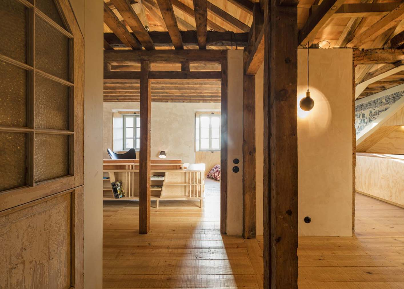CASCA gives an 18th century Lisbon apartment a dramatic 'make-under'