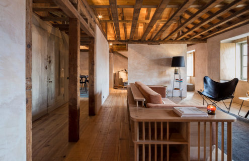 CASCA gives an 18th century Lisbon apartment a dramatic 'make-under'