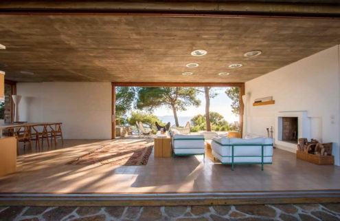 Clifftop Cap-Bénat villa has dramatic views of the Mediterranean