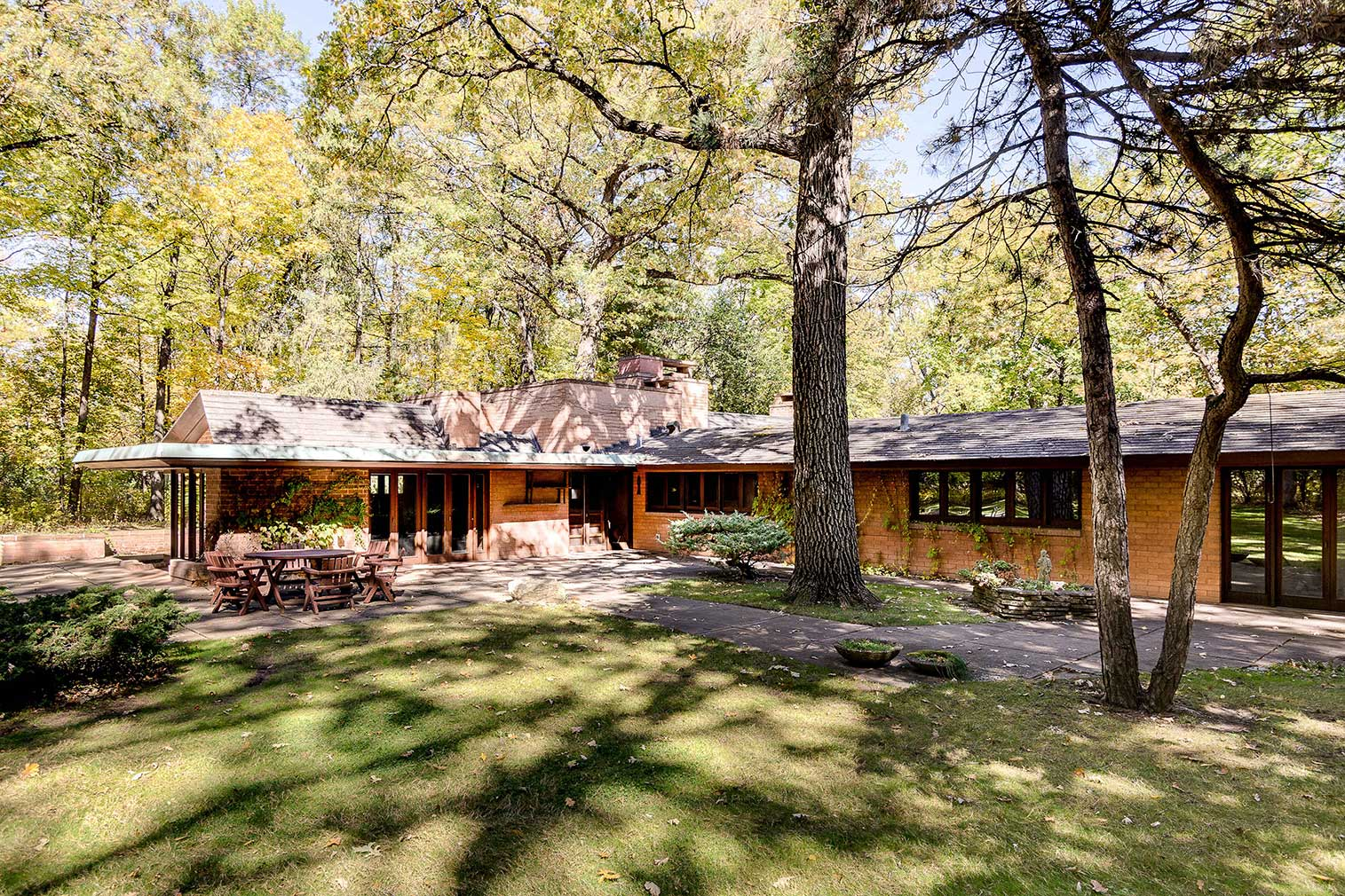 The John Carr Residence in Glenview, Illinois is for sale