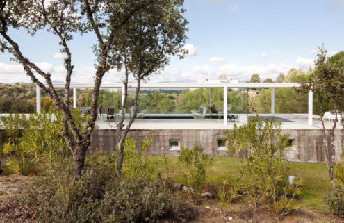 Glass-box villa Casa De Boas has panoramic views of the mountains outside Madrid