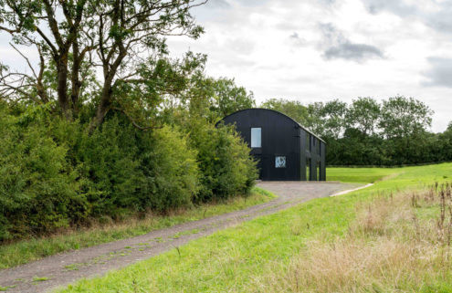 Dut18 offers elegant minimalism in the heart of the British countryside