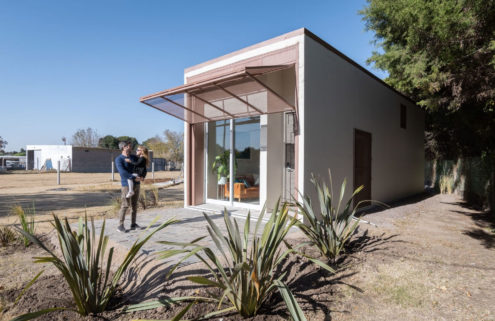 This South American concrete prefab can be built in under 24 hours