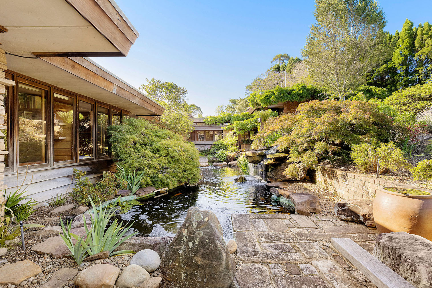 Organic modernist home by Bruce Rickard lists for the first time ever in New South Wales
