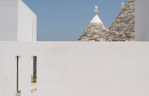 This revived trullo home blends old and new in Puglia