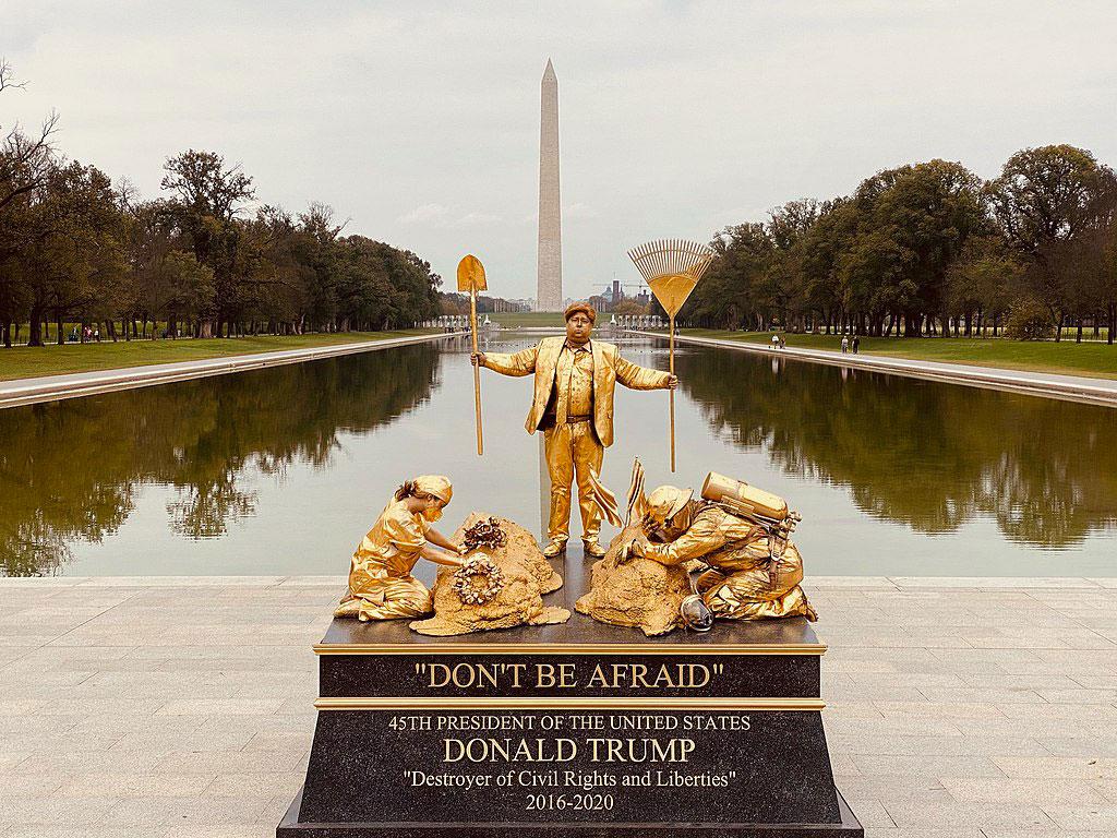 'Don't Be Afraid statue', Washington Mall, October 27th 2020. Photography Ellen Berg B / WikiCommons