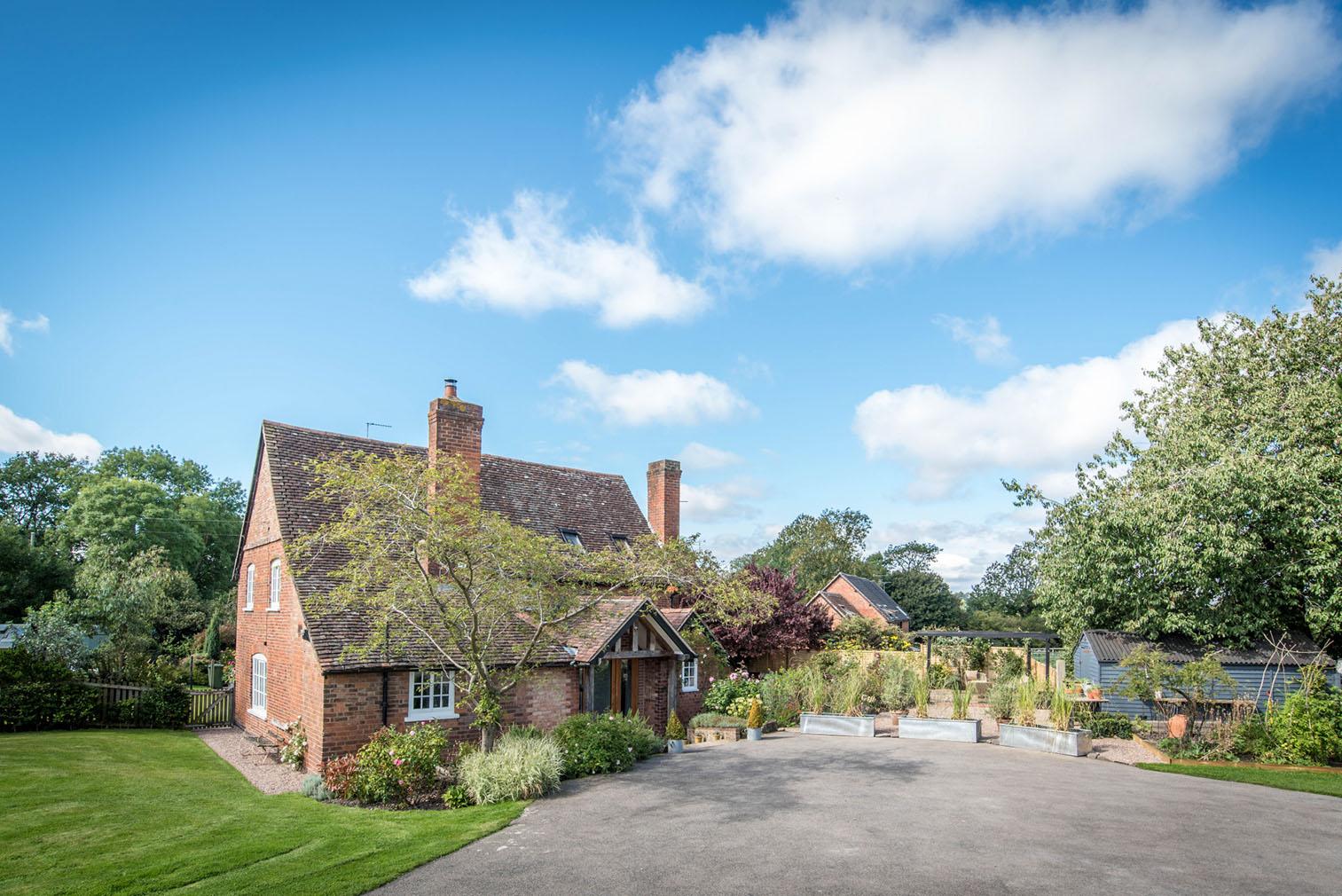 Garden Rose Cottage in Warwickshire