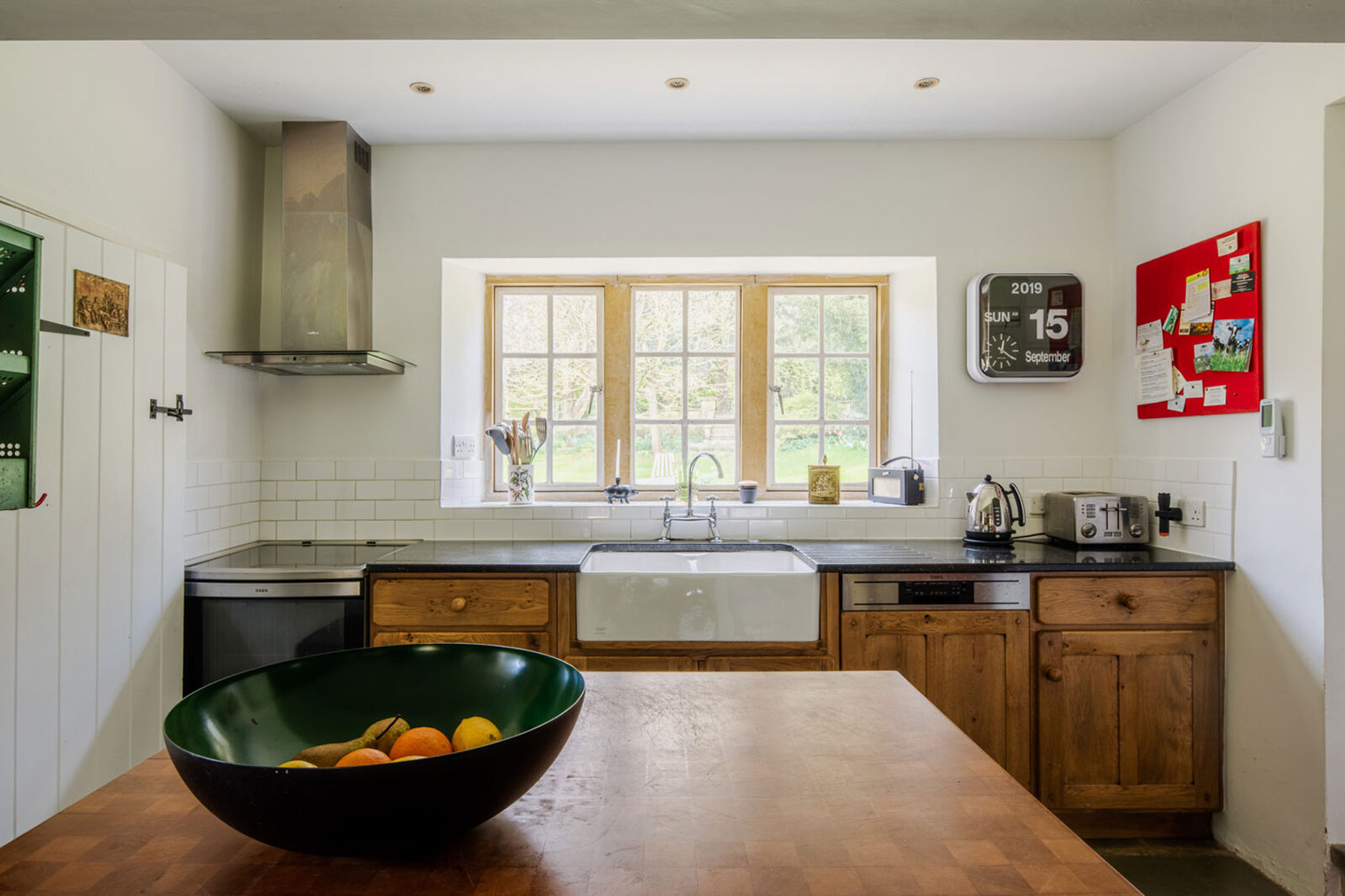 The kitchen has traditional oak cabinetry and granite worktops
