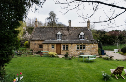 Postcard-worthy Cotswold cottage asks for £975,000