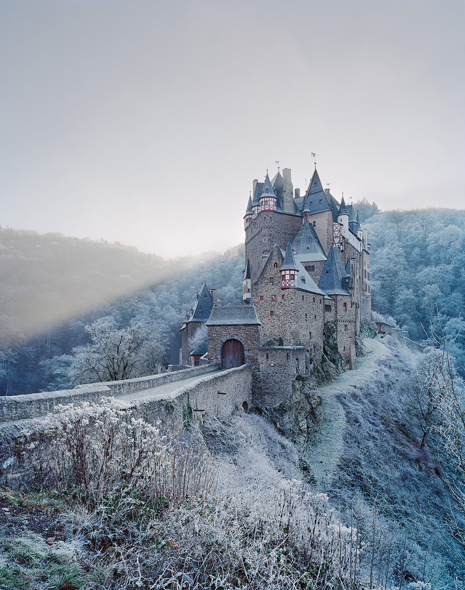 Burg Eltz juxtaposes Renaissance and Gothic features as it was enlarged and adapted by subsequent generations of the same family who lived there. The castle sits upon an oval base and Chaubin compares it to a 'cruise-liner'. Germany, Rhineland Palatinate, 12th–16th century. Photography: Frédéric Chaubin / courtesy Taschen
