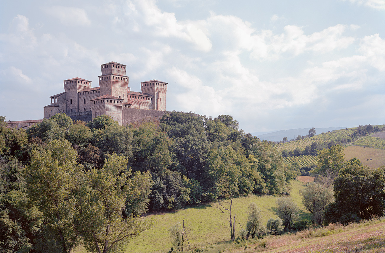 The fortress of Torrechiara was built for the Viscontis of Parma in the 15th-16th century, near Langhirano. Photography: Frédéric Chaubin/courtesy Taschen