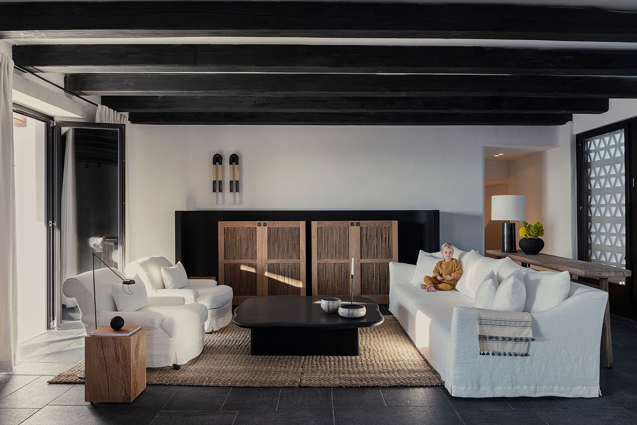 Inside, rooms are decked out in dark tiles and timber beams, with bamboo reed ceilings and handcrafted furniture adding some texture to the spaces