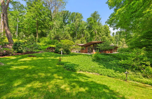 'Butterfly' midcentury house in New York lists for $1.4m