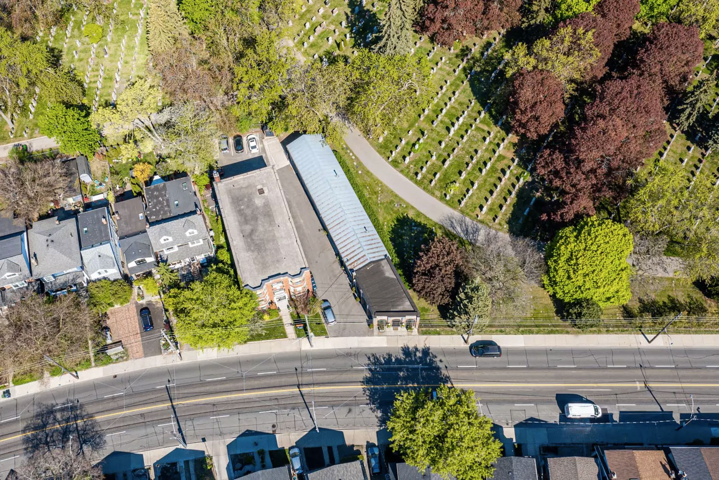 The plot extends far back, maximising the curve of Woodbine Avenue