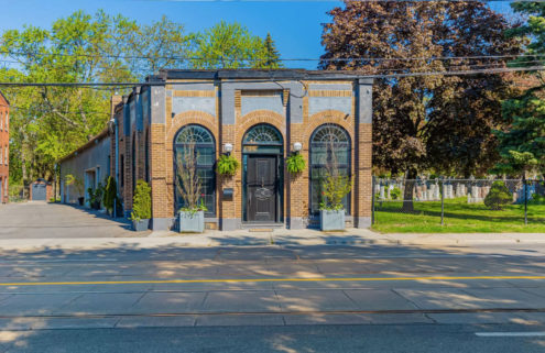 Flexible live/work space next to a Toronto cemetery asks for 2.5m CAD