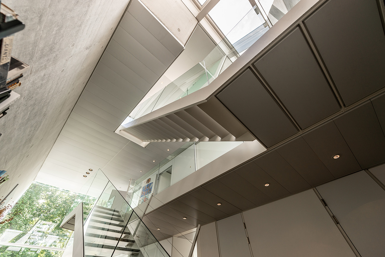 Futurism meets zen architecture inside this Stuttgart home, built in 2000