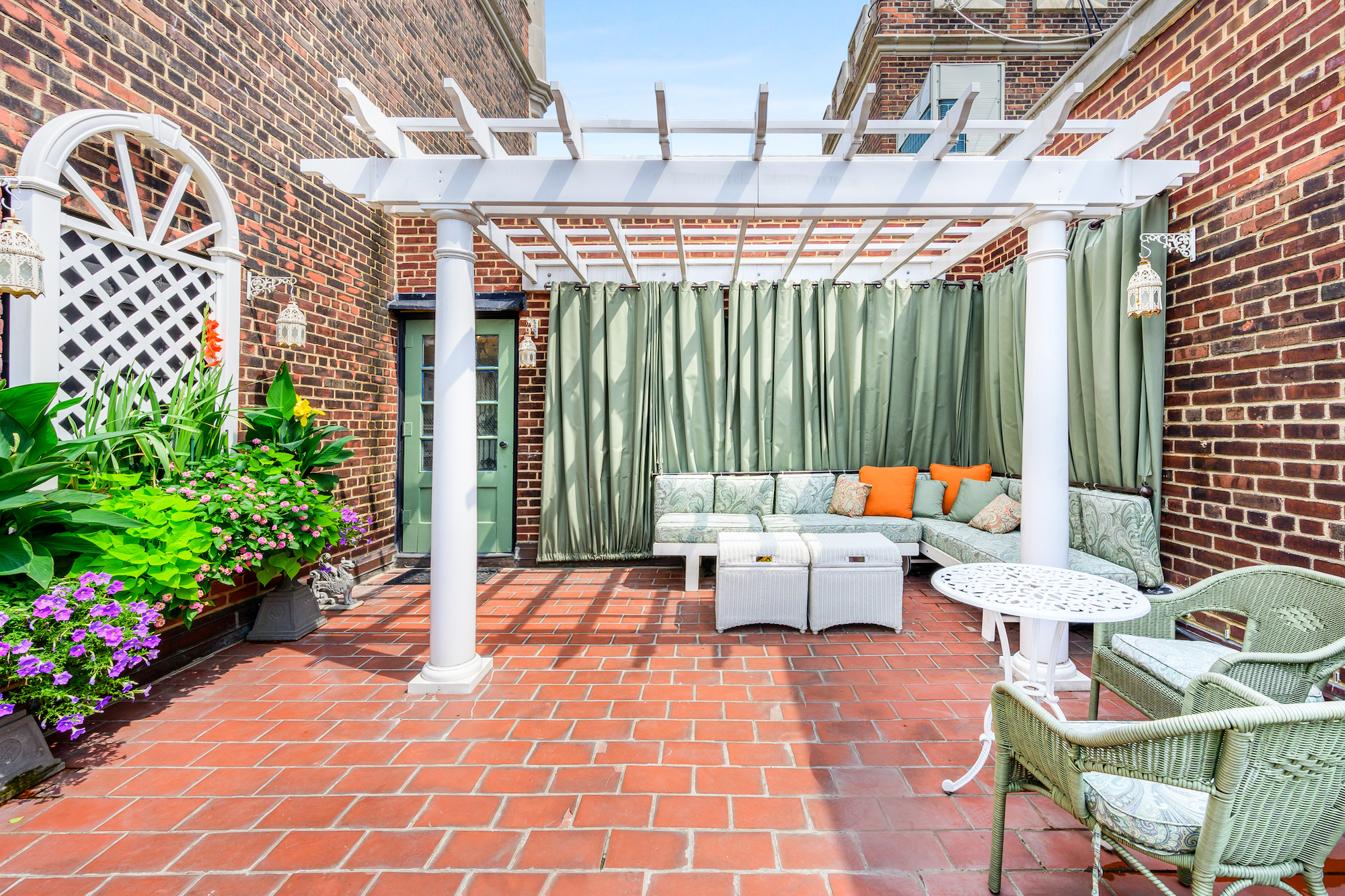 The penthouse has a shaded 300 st ft terrace with views across Manhattan