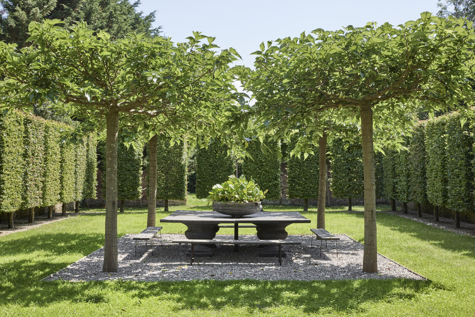 The English gardens are well maintained and offer a variety of outdoor spaces