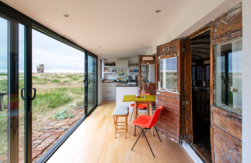 A train-carriage home in Dungeness asks for £425k